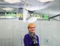 AXA Strategievorstand Astrid Stange im Data Innovation Lab